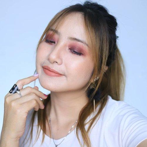 Mikirin konten beauty IG & Youtube Food ASMR 😂...#fdbeauty #clozetteid #universalhairandmakeup #uhmvideo #ivgbeauty #makeupclips #fiercesociety #tampilcantik #wakeupandmakeup #makeuptips #indobeautygram #makeupaddict #amazingmakeupart #lucinda212 #undiscovered_muas #indovidgram #makeupvideo #lagirlindonesia #discover_muas #beautyguruindonesia #beautygram #beautybloggerindonesia #muablora #eotd #discovervideos #nyxcosmeticsid #maccosmetics #glammakeup