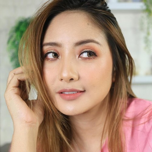 Look 🥰 @celefit_id  @celefit_official  The Bella Collection  @selfbeauty_co Glam Up Bronzer @eminacosmetics  Blush  @eminacosmetics Lip Cream Pumpkin Spice + creamy tint Peach Crush  #fdbeauty #clozetteid  #ivgbeauty #makeupclips #fiercesociety #tampilcantik #wakeupandmakeup #makeuptips #indobeautygram #makeupaddict #amazingmakeupart #maybelline #undiscovered_muas #indovidgram #makeupvideo #lagirlindonesia #beautyguruindonesia #beautygram #beautybloggerindonesia #muablora  #discovervideos #nyxcosmeticsid  #glammakeup #indobeautysquad #jakartabeautyblogger
