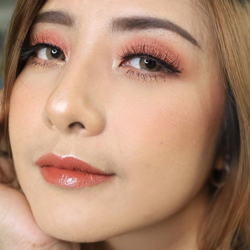 Zoom in 🥰 . .@esteelauder Double Wear Foundation @celefit_official @celefit_id  The Bella Collection Eyeshadow @lookecosmetics Holy Lip Cream Gaia,Hebe @ lip topper Luna . #fdbeauty #clozetteid  #ivgbeauty #makeupclips #fiercesociety #tampilcantik #wakeupandmakeup #makeuptips #indobeautygram #makeupaddict #amazingmakeupart #maybelline #undiscovered_muas #indovidgram #makeupvideo #lagirlindonesia #beautyguruindonesia #beautygram #beautybloggerindonesia #muablora  #discovervideos #nyxcosmeticsid  #glammakeup #indobeautysquad #jakartabeautyblogger