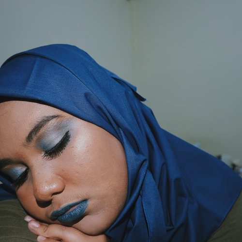 Inspired by @hallucineon (swipe for her pict) awesome makeup! But decided to turn it into all blue kinda thing. Plus its #BSANTIMAINSTREAM makeup collab anyway. How i create this look is on my bio 🤗@beautiesquad #Beautiesquad #BSMayCollab #BSCollab #clozetteid #fotd #makeupparty #makeuponpoint #onetonemakeup #bluelipstick #fdbeauty #ggrep #candyminimal #hudabeauty @hudabeauty #setterspace @setterspace #bunnyneedsmakeup @bunnyneedsmakeup #beautychannelid @beautychannel.id