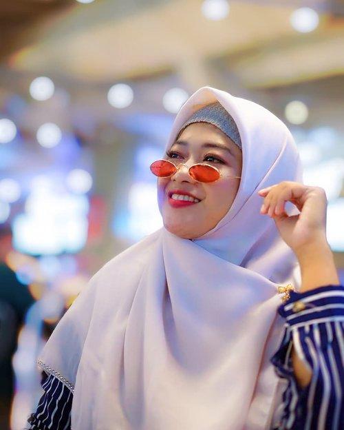 Cuma mau bilang kangen sama yang motoin dan yang minjemin kacamata 😋😘 . . . . 📸 : @pipitfitrya . 👓 : @raradieraa  #Clozetteid #DiaryNovitania #Novitaniadotcom #hijabblogger #hijaberstyle