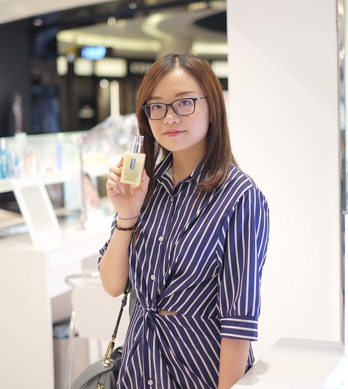 "Yesterday I got the chance to experience @cliniqueindonesia's skincare and makeup products! I want to highlight their new ""Dramatically Different Hydrating Jelly"", which is a moisturizer that has :Anti-pollution protection,No fragrance, no paraben, no phthalates,SPF,and Barrier-Strengthening properties for healthy happy skin! 😍✨.""Dramatically Different Hydrating Jelly"" is sooo popular, it was completely out of stock! 😭 Hopefully it will be restocked soon. Go check out @cliniqueindonesia counter, get this moisturizer, and try it yourself 💕.Huge thanks to @cliniqueindonesia and @clozetteid ❤️....#PUREGENIUS #CliniqueID #jessicaalicias #jessicaaliciasevent #jessicaaliciasootd #clozetteid #dramaticallydifferenthydratingjelly #beautybloggerid #clinique #beautybloggerindonesia #kbbvmember #bloggerceria"