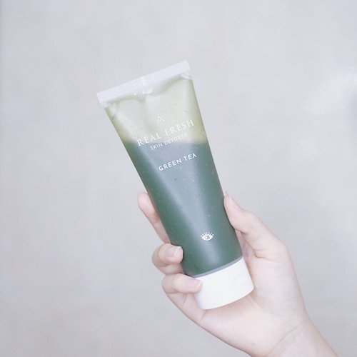 A skincare product that I've been digging lately, @altheakorea Real Fresh Skin Detoxer #GreenTea 🌿.Ini produk yang unik banget, karena ini bisa dibilang pembersih, bisa juga dibilang masker wajah 😉 jadi pakainya di wajah yang kering, dibiarkan 10 detik, terus dipijat sampai berbusa dan bilas deh! #RealFreshSkinDetoxer ada kandungan daun teh hijau aslinya, jadi membersihkan kulit kita dalam 10 detik sekaligus menutrisi kulit juga..Aku tulis secara detail tentang produk ini di blogku ya 💕 klik link di bioku atau langsung ketik www.JessicaAlicia.com ☺️.....#jessicaalicias #jessicaaliciasreview #jessicaaliciasfaves #AltheaKorea #AltheaAngels #AltheaIndonesia #clozetteid