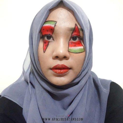 #MakeupLookbyTami .Colorful Fruit Makeup Collab with @beautiesquad 🍉 Lagi ga ngide banget + mood lagi ga baik jadi hasilnya begini. Pengen ngulang bikin tapi ga sempat😂✌.Di geser dulu lah yuk untuk liat makeup look dari beauty enthuasiast lainnya~♡.Produk apa aja yang aku pakai disini udah aku tulis semua di blog ya 👉 ((bit.ly/FruitMakeup)) 👈 atau bisa langsung klik link yang ada di bio😇.#Beautiesquad #BSDesCollab #BSCollab #BSColorfulMakeup #ColorfulFruitMakeup #FruitMakeupCollab #FruityFace #clozetteid