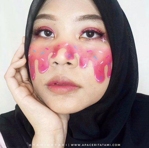 #MakeupLookbyTami versi #IceCreamMakeup meleleh👩🏻🎨 Kemarin ngajakin @melindaa.11 collab makeup art trus disaranin makeup gemes yg terinspirasi dari @trimaaar_ ini 🍩🍦🍭.Bole ni kasi ide makeup art apalagi yang mau aku buat. Waktu luang aku semakin banyak semenjak #DiRumahAja nih😆👻.#meltingmakeup #meltingmakeupface #ClozetteID