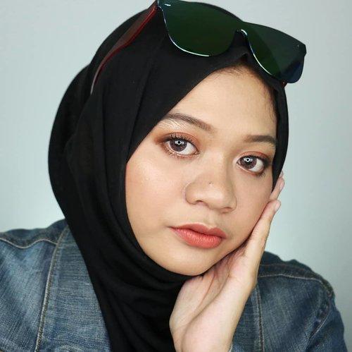 H+4 lebaran. Masih unjung-unjung. Masih banyak saudara datang 😄H+4 lebaran kalian masih silaturahmi ke keluarga atau liburan nih? Liat igs temen-temen banyak banget yg liburan. Jadi pengen liburan 😆#fotd #freshmakeup #hijabstyle #gayahijabkini #makeup #naturalmakeup #hijab #beauty #beautygram #influencer #beautyinfluencer #beautybloggerid #훈녀 #surabayainfluencer #sbybeautyblogger #hijaberindo #hijabersurabaya #beautybloggerid #clozetteid
