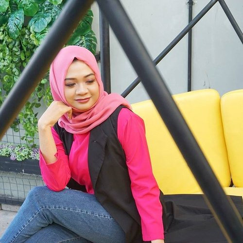 Bright colors #ootd #candid 💃__#outfit #outfitoftheday #style #fashionid #fashionaddict #styleinspiration #hijaber #hijabfashion #hijabootdindo #love #picoftheday #pictureoftheday #clozetteid