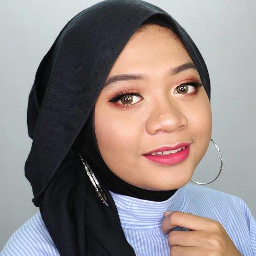 Muka lagi hepi karena nyobain makeup baru yang bikin mulus tanpa pakai filter. Pasti penasaran yaa aku pakai produk apa? Sabar ya, produknya bakal aku reveal di post berikutnya! 😁 . __ #nofilter #nofiltersneeded #fotd #motd #makeup #beauty #hijab #hijaber #hijabstyle #hijabstyleindonesia #hijablicious #makeupinspiration #makeuplook#makeupinspo #bblogger #instabeauty #hijabfotografi #beautygram #hijabootdindo #hijabfotd #hijabersurabaya #mua #beautyinfluencer #surabayabeautyinfluencer #sbybeautyblogger #beautybloggerid #gadzotica #clozetter #clozetteid