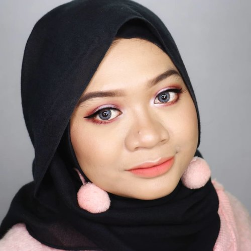 Trying to look girlish because of that peachy coat. Do you think this makeup look suits me? 😏.DEETS:@lagirlindonesia Pro HD Conceal Orange & Creamy Beige@beautycreations.cosmetics @beautycreations.indonesia Poreless Face Primer@milanicosmetics 2 in 1 Foundation Light Beige@purbasari_indonesia @purbasarimakeupid Alas Bedak Kuning Gading, Daily Face Powder Kuning Langsat@f2f.cosmetics Perfect Creamy Eyebrow Dark Brown#focallurebrightlux Palette@gabycosmee Eyeliner@zoyacosmetics Blush On Coral@sleekmakeupFace Contour Kit Medium@purbasari_indonesiaHi-Matte Lip Cream Vinca & Lantana__#fotd #motd #makeup #beauty #hijab #hijaber #hijabstyle #hijabstyleindonesia #hijablicious #makeupinspiration #makeuplook #focallure #makeupinspo #bblogger #instabeauty #hijabfotografi #beautygram #hijabootdindo #hijabfotd #hijabersurabaya #mua #beautyinfluencer#surabayabeautyinfluencer #sbybeautyblogger #beautybloggerid #gadzotica #clozetter #clozetteid