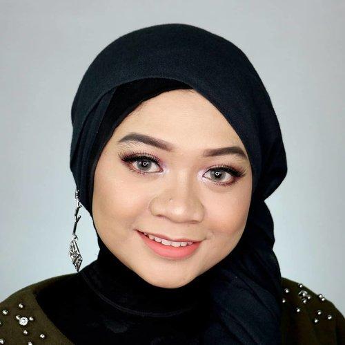 Hai temen-temen! Lebaran sebentar lagi nih, udah punya inspirasi makeup belum?Aku bikin tutorial makeup lebaran yang natural dan pastinya mudah untuk diikuti. Tutorialnya udah up di Youtube loh! Jangan lupa nonton ya!.bit.ly/TutorialMakeupLebaran(Clickable link in bio).Semoga bisa jadi inspirasi ya! 💕...__#fotd #makeuplebaran #makeupidulfitri #beautyvlogger #beautyvloggerindonesia #tipsdandan #beautygram #흔녀 #indobeautygram #ivgbeauty #indobeautyvlogger #makeupjunkie #motd #makeuptutorial#fakeuproom #hijaber #hijaberindonesia #beautybloggerid #influencer #beautyinfluencer@tampilcantik #tampilcantik @indobeautysquad #indobeautysquad @beautybloggerindonesia #beautybloggerindonesia #clozetter#clozetteid