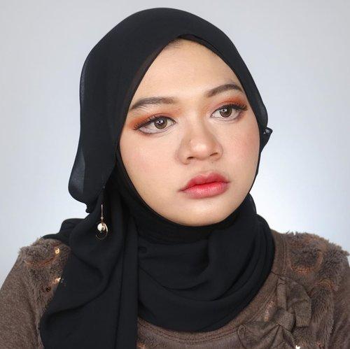 "@beautefemmecommunity presents : our very first makeup collab : "" Doll Makeup Collab""  Collage 1 1. @rayupatnawati 2. @anitaa_bee 3. @redhacs 4. @clarsabb  Collage 2 1. @gabriellstephanie 2. @putriagustinaa 3. @narviana26 4. @ceciliatherra  Collage 3 1. @shf.ardi 2. @el_tannn 3. @putritujuh 4. @majaranae  Collage 4 1. @riinamalia_ 2. @devaraersa 3. @auliyalop 4. @masayufirda  Collage 5 1. @its_nurulistqmh 2. @mirailfi.nd 3. @gadzotica 4. @just_luthfii  Stay tuned for more fun collabs from us!  #beautefemmecommunity #beautefemmecollab #makeup #collabmakeup #dollmakeup #dollymakeup #beauty #indobeautygram #clozetteid"