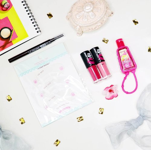 Recently I got two @lacolorscosmetics Pout Lip Glosses and Browie Wowie Brow Pencil, @etudehouseofficial Eyebrow Guide, and a cute pink PocketBac from @bathandbodyworks . Can't wait to play with these babies 💄 . You can get them at @kumurabeauty and find your beauty needs with affordable price. . Thank you @sbybeautyblogger x @kumurabeauty __ #sbbxkumura #sbybeautyblogger #makeup #flaylayphotography #flatlay #flatlayideas #flatlayinspiration #makeuphaul #beautybloggerid #clozetter #clozetteid