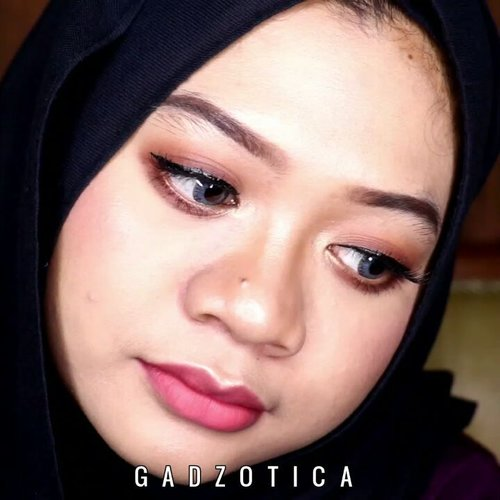 My Go To Makeup Tutorial.DEETS:@lagirlindonesia Pro HD Conceal@milanicosmetics Foundation@purbasari_indonesia @purbasarimakeupid Alas Bedak, Daily Face Powder@f2f.cosmetics Perfect Creamy Eyebrow@beautycreations.cosmetics @beautycreations.indonesia Poreless Face Primer, Tease Me Palette@pixycosmetics Perfect Eyeliner@thebalmid @thebalm_cosmetics In The Balm Of Your Hand Greatest Hits Vol 2@purbasari_indonesiaHi-Matte Lip Cream.Finally, the tutorial of previous FOTD is published. This is my very first makeup tutorial for IG. Hope you enjoy it! 💕__#indobeautygram #indobeautyvlogger #beautybloggerindonesia #sbybeautyblogger #indovidgram #makeupph #beautyvlogger #beautyvloggerindonesia #tipsdandan #beautygram #wakeupandmakeup #makeuptutorial #fakeuproom #videomakeup #1minutemakeup #tutorialmakeup #grwmvideo #discovervideos #makeupartistworldwide #fakeupfix #makeupjunkie #gadzotica #gadzoticavideo #ClozetteID #clozetter #clozette