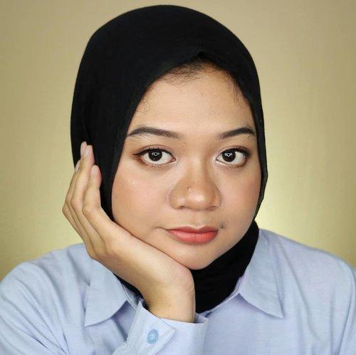 Happy weekend ✨.Apa yg kalian lakukan di hari Minggu ini? Jalan-jalan? Shopping? Kalo aku sih dirumah aja. Biarpun dirumah tapi sibuk banget bikin konten. Bukan mager lo ya 😂. Siapa yg masuk #timdirumahaja ? 🙋.#fotd #influencerlife #makeup #hijab #beauty #beautygram #influencer #beautyinfluencer #beautyvlogger #beautyyoutuber #beautybloggerid #훈녀 #clozetteid