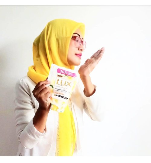 LUX BOTANICALS Yuzu Blossom Vitamin C Essence & Floral Beauty Oil..Keharuman dan kesegaran sabun cair ini benar benar membuat kulit harum dan menawan#LUXBotanicalsXClozetteID#LetsGlowWithLUX#LUXBotanicals#ClozetteID