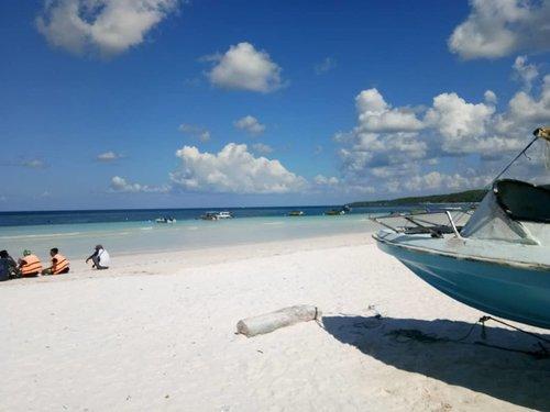 Super clear blue sky, oh how pretty you are 😘 . . . #beach #holiday #beachlyfe #beachlife #bira #tanjungbira #birabeach #sobattajir #potd #instapic #sobatinsta #travelling #travel #instatravel #tanjungbira #sulawesiselatan #southsulawesi #ClozetteID