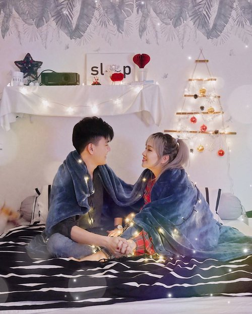 How do couple usually enjoy your Christmas and New year holiday?Han seo bang and me was decorating our room with few of fancy decorations and spent the most precious time together.✨ Try have a look our @sohan_design team made little Christmas tree on wall 😂•We wish next year will be as bright as this Christmas 🎄❄️-#readyfor2020🔥