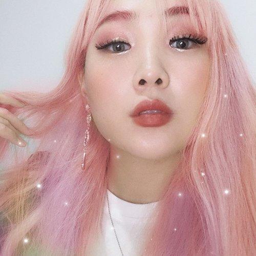 "<div class=""photoCaption"">메이크업 어때요? 방콕하울 영상 계속 만들고 있으니 좀만 기달려주세용💋 #메이크업하울  #방콕메이크업  #기달-Ummmmmm.... ahdadada(siapa nonton Returns superman ""Gunhoo""? Wkwkwk)My captions will Gunhoo style😂Umm ahdadada(Bangkok haul makeup video is on progress) ummm dadada(will update soon)Anyway how is my pink makeup?😜</div>"