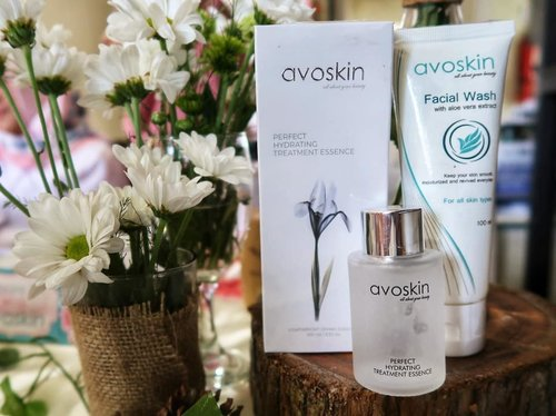 It's been sometimes since I get intimate with @avoskinbeauty Perfect Hydrating Treatment Essence and I love it. I'm using it after my exfoliating toner and hydrating toner before moisturizer, oil and SPF. And my base is complete. ❤️❤️ #bskejogja #bs1stgathering #BSworkshop #BeautiesquadXAvoskin