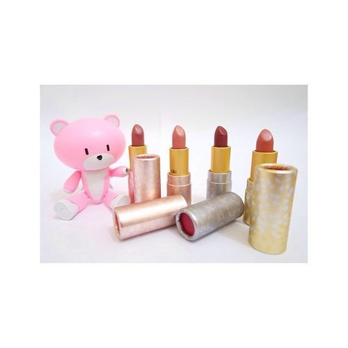 Pinky and tarte 😊  #toys #gunpla #bandai #puchiguy #toysandbeauty #tarte #tarteholidaze #sangria #punch #mimosa #bellini #takenbyjjesz #tarteamazonianbutterlipstick #clozetteID #makeup #lipstick