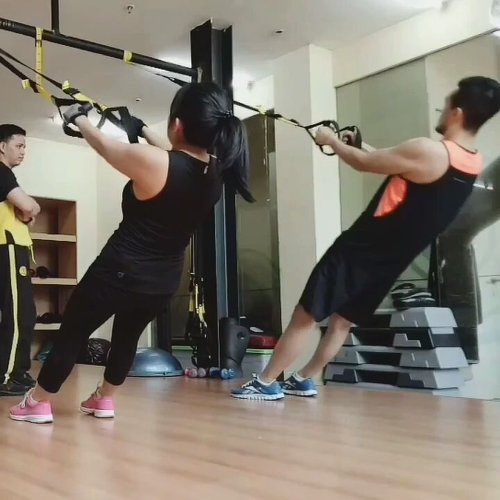 TRX Workout  itu  sulittt 😂 . . . . #clozetteid #charisceleb #trxworkout #trxvideos #squats #trx #fitness #fitnessmotivation #fitnessgirl #gym #gymmotivation #gymselfie #tipstotrain #workoutvideos #workoutchallenge #trxvideo @trxvideos @trxtraining #trxtraining