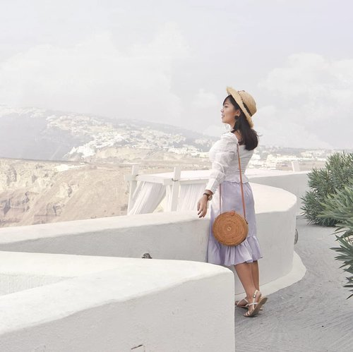 Aku rindu liburan lagi~ ☀☔ . . .  #heavenlyblushgreeksecret #greeksecretadventure #greece #visitgreece #clozetteid @lookbookindonesia @styled.ootd #charisceleb #clozetteid #styleblogger #ootd #lookbookindonesia #ootdasian #styleicon #lookbooks #whatiwore #tampilcantik #styleasia @sonyforher #sonyforher #sonya6000 #greecepix #ootdindo #fashionngreece #sonyalphaclubs #fashioninspiration #bloggermafia #fashionngreece #sonyalphaclub #stylenanda #styledootd #gogirlid
