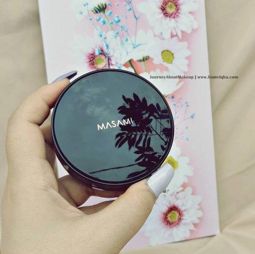 Complexion product yang masih hangat dan lagi sering dipake. Masami LoveSkin BB Cushion shade Warm Vanilla(NC1). Ringan, medium coverage, shade pas banget, SPF 50+ PA++++ dan ada Niacinamide nya.Lengkapnya, udh ditulis di blog dari kemarin. Silahkeun mampir 😘@masamishouko #masamishouko #masamibbcushion #JourneyAboutMakeup #liamelqhadotcom #ClozetteID @Clozetteid #Beautiesquad @beautiesquad #KBBVmember @kbbvindo #kbbvfeatured #IndonesianFemaleBloggers @femalebloggersid #BloggerPerempuan @bloggerperempuan #batambeautyblogger #jakartabeautyblogger @jakartabeautyblogger #indobeautyblogger @indobeautyblogger #jbbfeatured #LiamelqhaReview