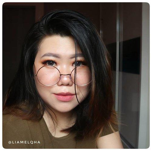 Selamat hari Senin! Hari ini ketemu orang rese? Liatin dan senyumin ajah. Jangan sampe kita yang keganggu sama dia. Dia nggak se worth it itu untuk jadi seseorang yg kita pikirin. 😏 *ngomong apa sih woy?  Anw, ini makeup collab bareng @beautiesquad bulan lalu. 😊. #JourneyAboutMakeup #liamelqhadotcom #positivevibes #beautiesquad #beautyblogger #bloggingmom #BloggerPerempuan #Beautiesquad #KEB #KumpulanEmakBlogger #ClozetteID #IndonesiaFemaleBlogger #SociollaBlogger #KBBVmember #batambeautyblogger #batamblogger #indonesiabeautyblogger #beautybloggerindonesia #setterspace