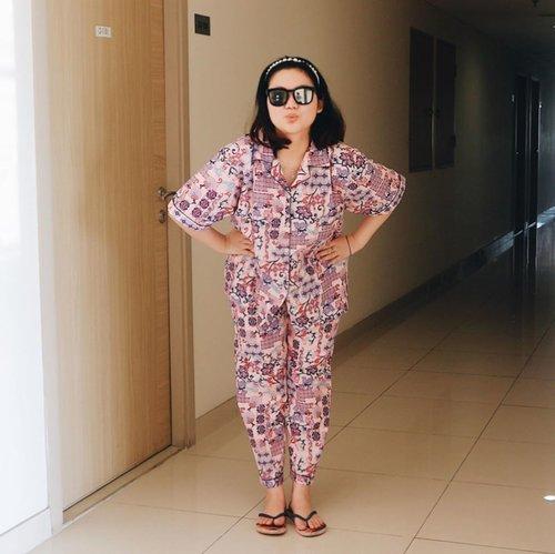 Work from home tetap kece dan modis karena pakai piyama dari @bobo_syantik! Nyaman dipakai, longgar engga ketat di badan, bahan tebel tapi tetep adem, kualitas ga diragukan 👌Motifnya bagus-baguss lagi ❤️Super loveee ❤️❤️❤️.....#clozetteid #ootd #ootdindo #lookbook #lookbookindonesia #lifestyleblogger #fashion #blogger #fashionblogger #wiwt #potd #vscocam #eosm10 #lovelife #instagood #streetstyle #potd #eosmdiaries #ggrep #ggrepstyle #cgstreetstyle #streetfashion #setterspace