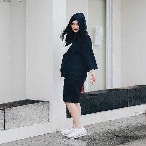 Sweater weather ❄️❄️ . . . . . . . #clozetteid #ootd #ootdindo #lookbook #lookbookindonesia #lifestyleblogger #fashion #blogger #fashionblogger #wiwt #potd #vscocam #eosm10 #lovelife #instagood #streetstyle #potd #eosmdiaries #ggrep #ggrepstyle #cgstreetstyle #streetfashion #setterspace