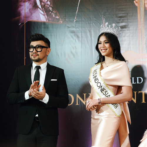 "<div class=""photoCaption"">Keseruan Meet and Greet UBS @ubsgold kemarin bersama Fashion Stylist @carendelano dan Miss Indonesia 2018 @alya.nurshabrina! All the models wore UBS X Caren Delano latest collections 😍😍 Thank you @ubsgold and @cchannel_id for having me!  <a class=""pink-url"" target=""_blank"" href=""http://m.id.clozette.co/search/query?term=ConfidentInGold&siteseach=Submit"">#ConfidentInGold</a>  <a class=""pink-url"" target=""_blank"" href=""http://m.id.clozette.co/search/query?term=CChannelxUBS&siteseach=Submit"">#CChannelxUBS</a>  <a class=""pink-url"" target=""_blank"" href=""http://m.id.clozette.co/search/query?term=CChannel_id&siteseach=Submit"">#CChannel_id</a><br /> .<br /> .<br /> .<br /> .<br /> .<br /> .<br /> .<br /> .<br />  <a class=""pink-url"" target=""_blank"" href=""http://m.id.clozette.co/search/query?term=clozetteid&siteseach=Submit"">#clozetteid</a>  <a class=""pink-url"" target=""_blank"" href=""http://m.id.clozette.co/search/query?term=ootd&siteseach=Submit"">#ootd</a>  <a class=""pink-url"" target=""_blank"" href=""http://m.id.clozette.co/search/query?term=ootdindo&siteseach=Submit"">#ootdindo</a>  <a class=""pink-url"" target=""_blank"" href=""http://m.id.clozette.co/search/query?term=lookbook&siteseach=Submit"">#lookbook</a>  <a class=""pink-url"" target=""_blank"" href=""http://m.id.clozette.co/search/query?term=lookbookindonesia&siteseach=Submit"">#lookbookindonesia</a>  <a class=""pink-url"" target=""_blank"" href=""http://m.id.clozette.co/search/query?term=lifestyleblogger&siteseach=Submit"">#lifestyleblogger</a>  <a class=""pink-url"" target=""_blank"" href=""http://m.id.clozette.co/search/query?term=fashion&siteseach=Submit"">#fashion</a>  <a class=""pink-url"" target=""_blank"" href=""http://m.id.clozette.co/search/query?term=blogger&siteseach=Submit"">#blogger</a>  <a class=""pink-url"" target=""_blank"" href=""http://m.id.clozette.co/search/query?term=fashionblogger&siteseach=Submit"">#fashionblogger</a>  <a class=""pink-url"" target=""_blank"" href=""http://m.id.clozette.co/search/query?term=wiwt&siteseach=Submit"">#wiwt</a>  <a class=""pink-url"" target=""_blank"" href=""http://m.id.clozette.co/search/query?term=potd&siteseach=Submit"">#potd</a>  <a class=""pink-url"" target=""_blank"" href=""http://m.id.clozette.co/search/query?term=vscocam&siteseach=Submit"">#vscocam</a>  <a class=""pink-url"" target=""_blank"" href=""http://m.id.clozette.co/search/query?term=eosm10&siteseach=Submit"">#eosm10</a>  <a class=""pink-url"" target=""_blank"" href=""http://m.id.clozette.co/search/query?term=lovelife&siteseach=Submit"">#lovelife</a>  <a class=""pink-url"" target=""_blank"" href=""http://m.id.clozette.co/search/query?term=instagood&siteseach=Submit"">#instagood</a>  <a class=""pink-url"" target=""_blank"" href=""http://m.id.clozette.co/search/query?term=streetstyle&siteseach=Submit"">#streetstyle</a>  <a class=""pink-url"" target=""_blank"" href=""http://m.id.clozette.co/search/query?term=potd&siteseach=Submit"">#potd</a>  <a class=""pink-url"" target=""_blank"" href=""http://m.id.clozette.co/search/query?term=eosmdiaries&siteseach=Submit"">#eosmdiaries</a>  <a class=""pink-url"" target=""_blank"" href=""http://m.id.clozette.co/search/query?term=ggrep&siteseach=Submit"">#ggrep</a>  <a class=""pink-url"" target=""_blank"" href=""http://m.id.clozette.co/search/query?term=ggrepstyle&siteseach=Submit"">#ggrepstyle</a>  <a class=""pink-url"" target=""_blank"" href=""http://m.id.clozette.co/search/query?term=cgstreetstyle&siteseach=Submit"">#cgstreetstyle</a>  <a class=""pink-url"" target=""_blank"" href=""http://m.id.clozette.co/search/query?term=streetfashion&siteseach=Submit"">#streetfashion</a></div>"