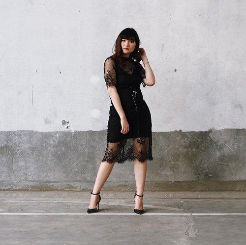 Be strong, be fearless, be beautiful! Happy Kartini' Day 🖤 #IAMPOMELO . . . . . . #clozetteid #ootd #ootdindo #lookbook #lookbookindonesia #lifestyleblogger #fashion #blogger #fashionblogger #wiwt #potd #vscocam #eosm10 #lovelife #instagood #streetstyle #potd #eosmdiaries #ggrep #ggrepstyle #cgstreetstyle #streetfashion #ILOVEMYBODY #NIVEAxMe