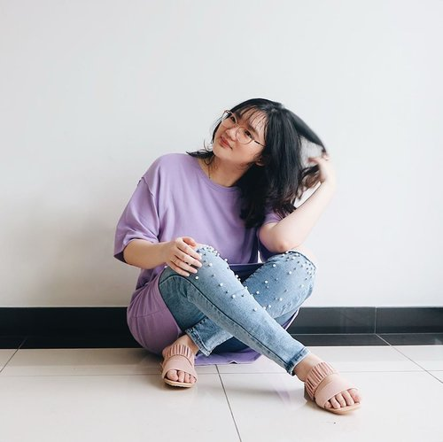 In the mood of lilac, are you? ☂️ . . . . .  . #clozetteid #ootd #ootdindo #lookbook #lookbookindonesia #lifestyleblogger #fashion #blogger #fashionblogger #wiwt #potd #vscocam #eosm10 #lovelife #instagood #streetstyle #potd #eosmdiaries #ggrep #ggrepstyle #cgstreetstyle #streetfashion #setterspace