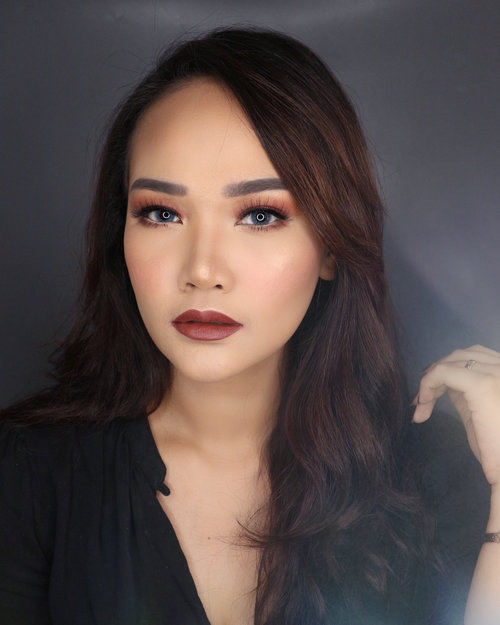 "Yesterday's Semi Private Self Makeup Class with @gelangelicca🤗 . Product Used : - Primer : @makeupforeverid - Color Correct : @bobbibrownid - Foundation : @cliniqueindonesia @makeupforeverid (liquid+stick) @bobbibrownid (Iya ini empat""nya di campur) - Cream Contour : Krayolan - Cream Blush : Jafra - Concealer : @bobbibrownid - Loose Powder : @chanel.beauty - Pressed Powder : @maccosmetics - Powder Contour + Highlighter : @nyxcosmetics - Eyebrow : @indonesia_etudehouse - Eyeshadow : @beautycreations.cosmetics - Powder Blush : @thebalmid - Eyelashes : @artisanpro - Lipstick : @colourpopcosmetics . Thank youu Angel 😍 . . . . #motd #makeupoftheday #art #mua #muajakarta #muaindonesia #makeupmakeupartist #indobeautyblogger #beautyblogger #beauty #blogger #indobeautygram #beautybloggerindonesia #youtuber #youtuberindonesia #makeupwisuda #makeuprevolution #wakeupmakeup #hudabeauty #vegasnay #mymakeup #ofracosmetics #muaawesome #lipstick #liquidlipstick #giveawayindonesia #clozetteid #clozetteidreview"
