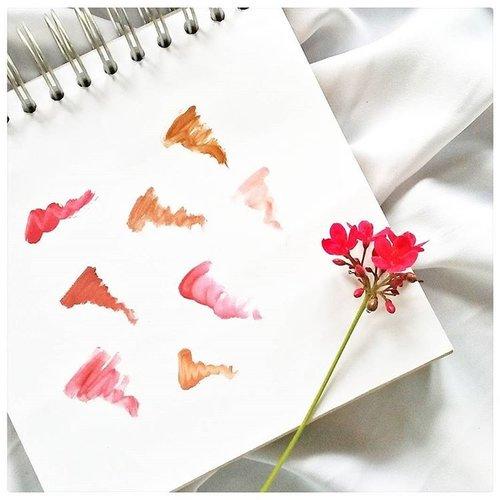Ada yang bisa nebak itu lipstik apa aja? Semuanya liquid lipstick.  Eh, udah baca blogpost terbaru #JurnalSaya ? Ada rekomendasi lip cream lokal asik, plus cara belanja pake voucher dan dapat cashback.  Mampir ya! Linknya ada kok di bio.  Kiss kiss http://www.jurnalsaya.com/2017/05/virlys-choice-rekomendasi-5-lip-cream.html #BeautyThings  #LipstickAddict #indonesianbeautyblogger #BloggerSemarang  #BloggerPerempuan  #Beautiesquad  #clozetter  #clozetteid