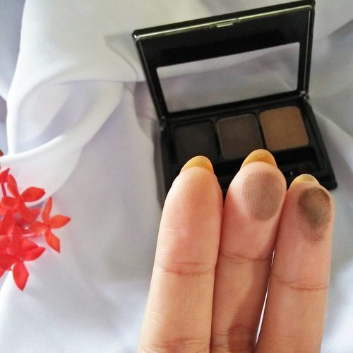 It's @maybelline fashion brow 3D nose & brow palette grey. #browpalette #browkit #maybellineina #clozetteid #makeup #beautybloggerindonesia