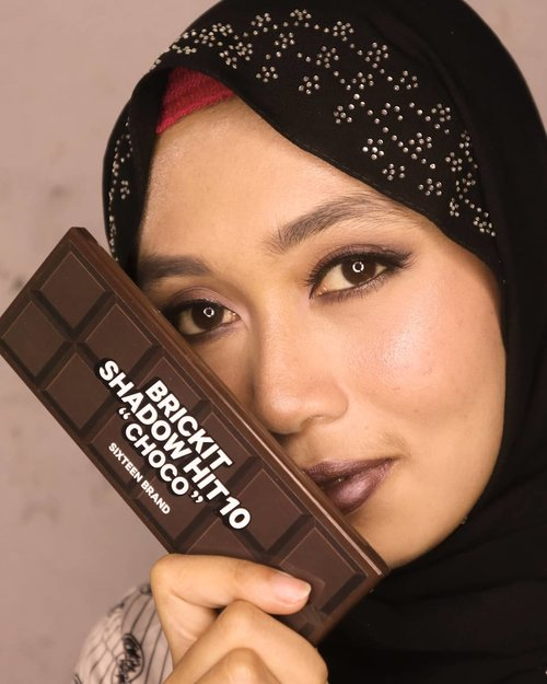 Eyes:- @16.brand palette as seen in frame, via @altheakorea- @pac_mt Single Eyeshadow warna ungu- Eyeliner @purbasarimakeupid atau @chicaychico_official warna item.- @artisanpro lashes, as always, lupa nomer berapa.Lips: @mizzucosmetics Starry Night#clozetteid #MOTD #purplemakeup #metalliclips #altheaangels #beautiesquad