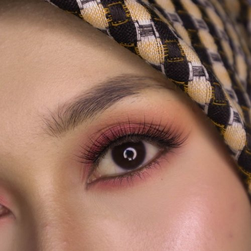 Browny natural eyebrow ✔️⠀⠀⠀⠀⠀⠀⠀⠀⠀Orangey eyeshadow ✔️⠀⠀⠀⠀⠀⠀⠀⠀⠀Plaid hijab ✔️⠀⠀⠀⠀⠀⠀⠀⠀⠀Pumpkin spice eye makeup, I guess.⠀⠀⠀⠀⠀⠀⠀⠀⠀⠀⠀⠀⠀⠀⠀⠀⠀⠀#clozetteid #eotd #beautiesquad #eyemakeup #autumnmakeup