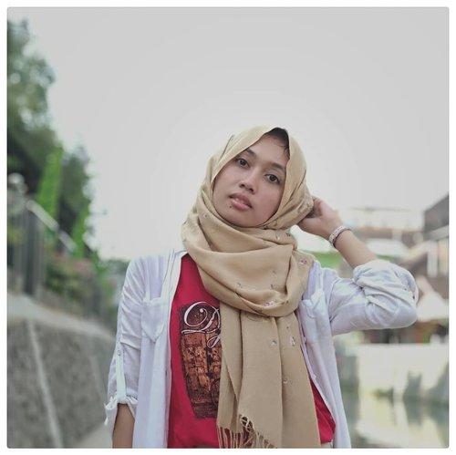 When you realize lipstik bubar is much much better than maskara luntur. . My bare skin thanks to @shylas.factory Kofe Scrub & @lanka_id Argan Oil. . #clozetteid #beautiesquad #contentcreatorlife #semarangbeautyblogger #bloggersemarang #FOTD #nomakeup #hijabers #metaphor