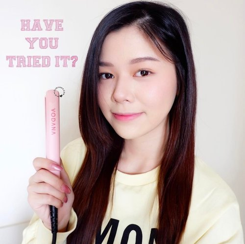 [#ElinMiniReview] I got @vodana from @charis_official couple months ago. I know that Vodana is the best-seller for hair tools in Korea.  _ It doesn't damaged my hair at all and travelling friendly! 💕 It makes my hair shiny after use it. _ You might want to check the result on: http://www.elinivana.com/2017/05/vodana-pocket-mini-flat-iron-review.html _ Well, you can buy it from hicharis.net/elinivana to get 5% off and 50% off shipping fee and of course 5$ worth free gift 💕 _ #vodana #charisceleb #beautifuljourney #seoul #koreanbeauty #clozetteid #elinivana #charis