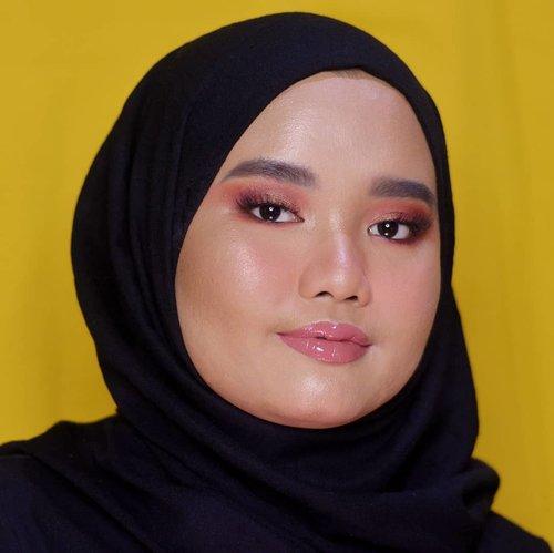 Malam mingguan pada ngapain ni??.Tutorial makeup look ini ada di postingan sebelumnya yaa🌻..#makeupbyutiazka #clozetteid