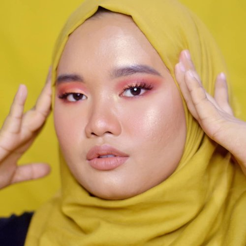 Happy fridayyy everyone!!.Jangan bosen ya aku masih pake @minuet.official Palette nih hahah inshaa Allah full review-nya bakal up besok! ❤..Lip: @blpbeauty Lip Coat - Maple Waffle 💋..#clozetteid #bunnyneedsmakeup  #magellanictivity #makeupbyutiazka #makeupcommunity #crueltyfreemakeup #blpbeautylipcoat #blpgirls