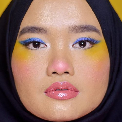Badut look is the luuurrvvv💙💛❤. Makeup inspired by the mother of Piksi @cindercella 😚❤..Details:@morphebrushes 35B Colour Burst Artistry Palette@lavielash - Bluebell@blpbeauty Face Glow - Sunset & Sunrise@makeoverid Intense Matte Lip Cream - 004 Vanity@fentybeauty Gloss Bomb Universal Lip Luminizer - Fenty Glow.#makeupbyutiazka #monolideyemakeup #makeupcommunity #clozetteid #crueltyfreebeauty #GlossBomb