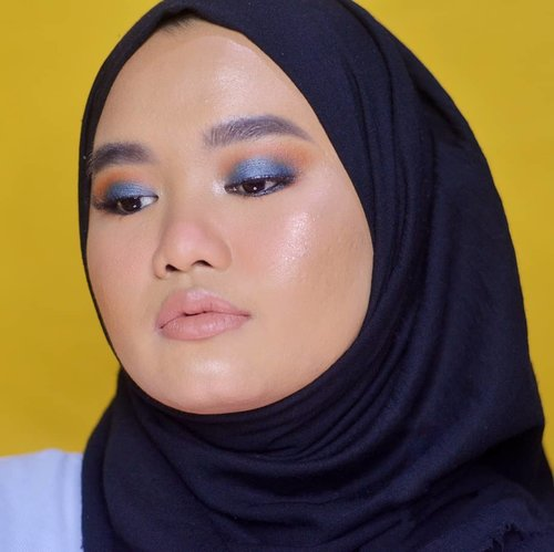 Kalo kemarin pakai warna birunya di lower lash line, sekarang pakainya di eyelid😚😚. Masih akan terus berekesperimen warna eyeshadow di mata monolidquu 😋..#makeupbyutiazka #monolideyemakeup #urbandecayindonesia #udindonesia #monolids #clozetteid