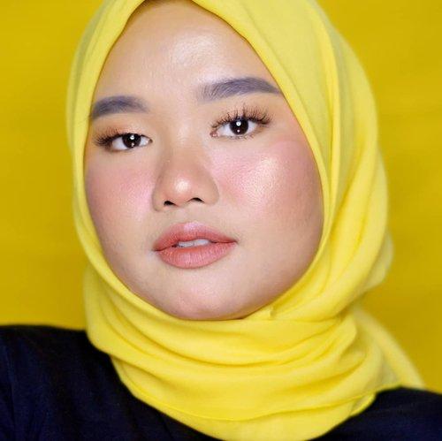 Udah mau lebaran tapi masih ada jadwal bukber???.Yaudah gapapa mumpung lah quality time sama teman-teman, keluarga, atau kerabat dekat lainnya. Soalnya terkadang hanya di bulan Ramadan silaturahmi bisa tetap terjaga ❤..Di youtube gue udah ada #RamadanBeauty episode baru, kali ini videonya makeup tutorial buat bukber wkwkwk maaf ya tutorialnya teladd huhu. Pokoknya ini gampang dah dan simpel banget soalnya kan kalo bukber pasti mau asyik-asyik yekannn uwu. Yang mau nonton silakan klik link di bio🌻..#makeupbyutiazka #makeupbukber #clozetteid