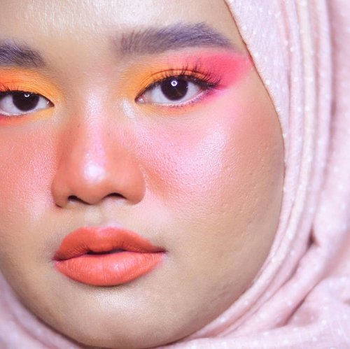 Summer🍊🍉🍑..Details:@rollover.reaction Cushion Compact Tinted Moisturizer - 102 Honey Toast@morphebrushes Color Burst Artistry Palette@lavielash Bluebell@blpbeauty Lip Coat - Peach Soda.#makeupbyutiazka #clozetteid #makeupcommunity