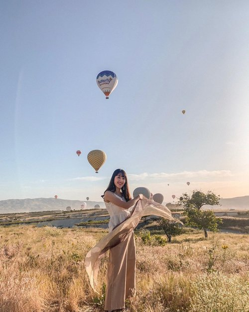 Woke up at 2am and it was worth it✨, with our captain in charge❤️ . . . . . . #cappadocia #cappadociaballoon #ootdindonesiaa #ootdbloggers #qotd #quotesoftheday #ootd #ootdindo #portraitmood #wiwt #lookbooknu #ootdstyleid #ootdstyle #looksootd #lookbooker #wiw #selfportrait #ootdsubmit #ootdmagazine #ootdasian #portraitpage #womenportrait #portraitmood #clozetteid #womenportrait