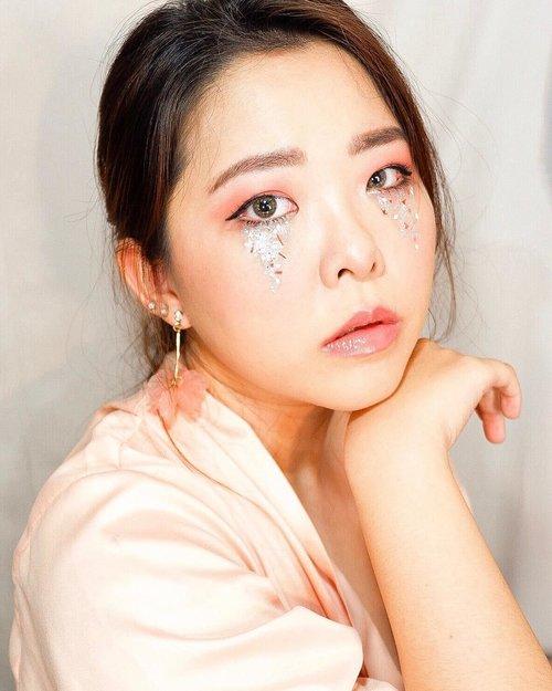 When you sad, try to cry beautifulyBE EXTRA! ✨😛...________________________________________#eotd #eyetutorial #monolidmakeup #kbeauty #kpopmakeup #kpop #hallyu #bunnyneedsmakeup #kbeauty #fiercesociety  #makeupaddiction #glitteryeyes  #clozetteid #eyemakeup #eyedetail #mua_underdogs #undiscovered_muas #undiscoveredmuas