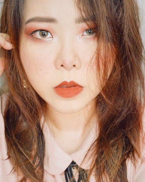 Kadang, ga semua... (masih edisi merah-merah bata + rambut masih basah beres keramas 😆) Product used: @nyxcosmetics @nyxcosmetics_indonesia stay matte but not flat SMF03 @maybelline dewy + smooth 125 @makeoverid  powerstay mattifying transparent powder @lookecosmetics Gaia as eyeshadow base & lipstick @sleekmakeup i divine palette . . . ________________________________________ #eotd #motd #bunnyneedsmakeup #makeupaddiction #colourfulmakeup #makeupideas #halloweenmakeup #colourfulmakeup #halloween #dollmakeup #clownmakeup #eyemakeup #eyedetail #mua_underdogs #undiscovered_muas #undiscoveredmua #clozetteid #cchanelbeauty #beautybloggerindonesia
