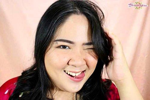 """<div class=""""photoCaption"""">Have you seen my Daily Korean Makeup Tute?  Kalau belum check postingan sebelum yang ini ya! 😘.Btw,  SIAPA MAU KE KOREA ?? 🙋 Pada kesempatan ini aku mau share good news dari @hayancos 😎.Jadi dengan join  <a class=""""pink-url"""" target=""""_blank"""" href=""""http://m.clozette.co.id/search/query?term=HayanChallange&siteseach=Submit"""">#HayanChallange</a> kalian bisa menangin trip ke Korea 😃.Caranya:- Beli Hayancos dan simpan bukti pembayarannya, periode sampai dengan 30 Juni 2019.- Upload Foto/Video gaya  <a class=""""pink-url"""" target=""""_blank"""" href=""""http://m.clozette.co.id/search/query?term=HayanChallange&siteseach=Submit"""">#HayanChallange</a> mu di Instagram.- Follow @Hayancos @ChoayoSalon @Choayo.Laundry- Tag kedua teman mu & Hastag  <a class=""""pink-url"""" target=""""_blank"""" href=""""http://m.clozette.co.id/search/query?term=HayanChallenge.Yuk&siteseach=Submit"""">#HayanChallenge.Yuk</a> Share gaya  <a class=""""pink-url"""" target=""""_blank"""" href=""""http://m.clozette.co.id/search/query?term=HayanChallange&siteseach=Submit"""">#HayanChallange</a> kamu di Instagram! Hayancos Ibaratkan mission complete untuk cantik natural dalam waktu yang singkat. Ga perlu pake sunblock, primer dan cc cream lagi deh.. PRIZE TO WIN:Pemenang ke- 1:Tiket PP Korea utk 1 orang + Voucher Choayo salon dan Choayo Laundry dengan total 500rb.Pemenang ke- 2:Album Kyuhyun Super Junior + Sign Asli pada albumnya + 1 Kacamata Yesung Super Junior +  Voucher Choayo salon dan Choayo Laundry dengan total 500rb.Pemenang ke- 3:BT21 official merchandise + Free Korean Perm di Choayo salon + Voucher Choayo salon dan Choayo Laundry dengan total 500rb.Untuk info lebih lanjut cek bio @Hayancos yaSee you on korea!. <a class=""""pink-url"""" target=""""_blank"""" href=""""http://m.clozette.co.id/search/query?term=blossomshine&siteseach=Submit"""">#blossomshine</a>  <a class=""""pink-url"""" target=""""_blank"""" href=""""http://m.clozette.co.id/search/query?term=blossomshinexhayancos&siteseach=Submit"""">#blossomshinexhayancos</a>  <a class=""""pink-url"""" target=""""_bla"""